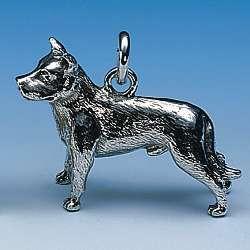 Anhänger American Staffordshire-Terrier kupierte Ohren