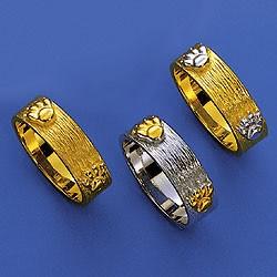 Eleganter Ring  mit einpunzierten Katzenpfötchen und zwei Zirkonia