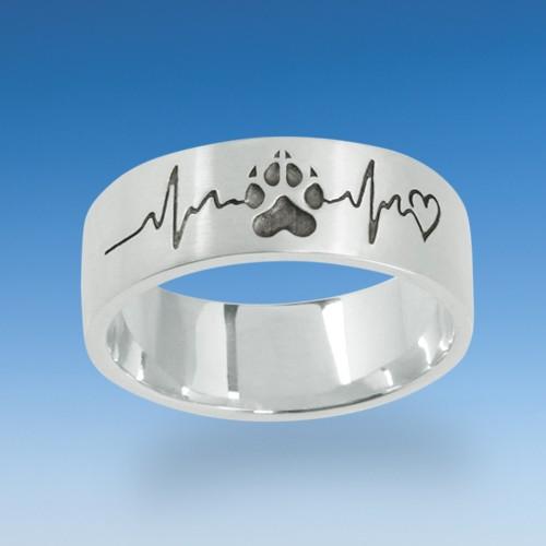 Edler Ring mit einpunzierter Hundepfote mit dem Herzschlag Ihres Hundes