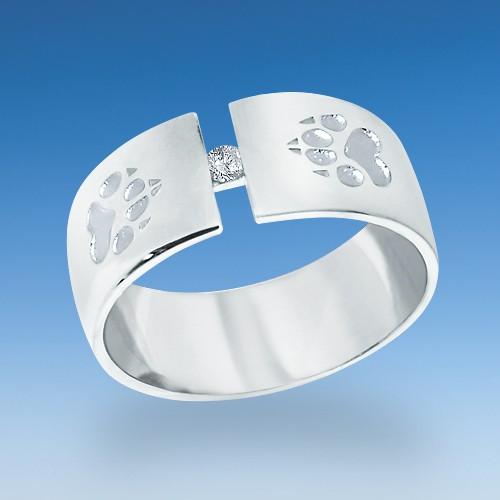 Attraktiver Ring mit zwei einpunzierten Hundepfötchen und strahlenden Zirkonia