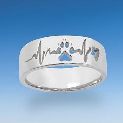Ring mit durchbrochener Hundepfote mit Herzschlag