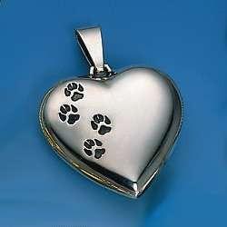 Dekorativer Anhänger Herz mit Hundepfoten auf der Vorderseite