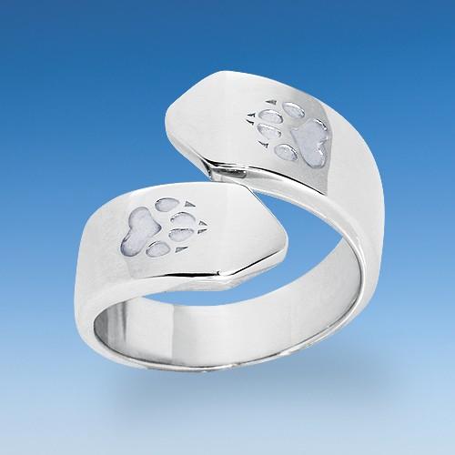 Edler Ring in attraktivem Design mit einpunzierten Hundepfoten